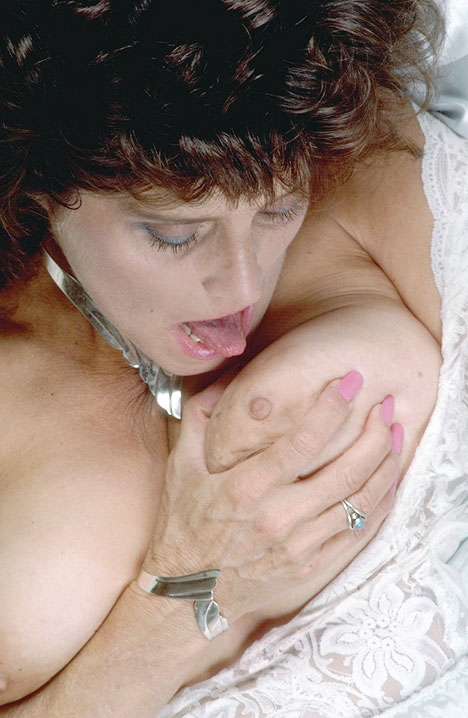 Mature women and grannies. Gallery - 352. Photo - 9