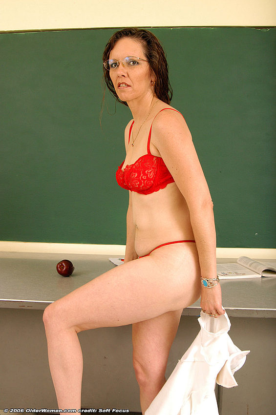 Mature women and grannies. Gallery - 354. Photo - 8