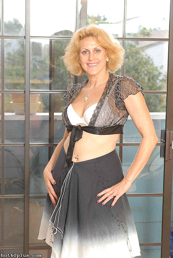Mature women and grannies. Gallery - 358. Photo - 1