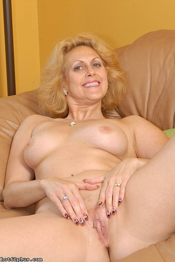 Mature women and grannies. Gallery - 358. Photo - 2