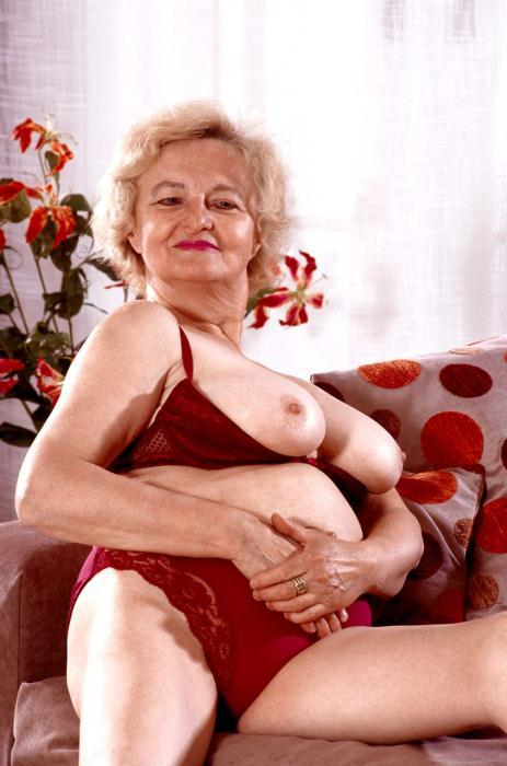 Mature women and grannies. Gallery - 359. Photo - 1