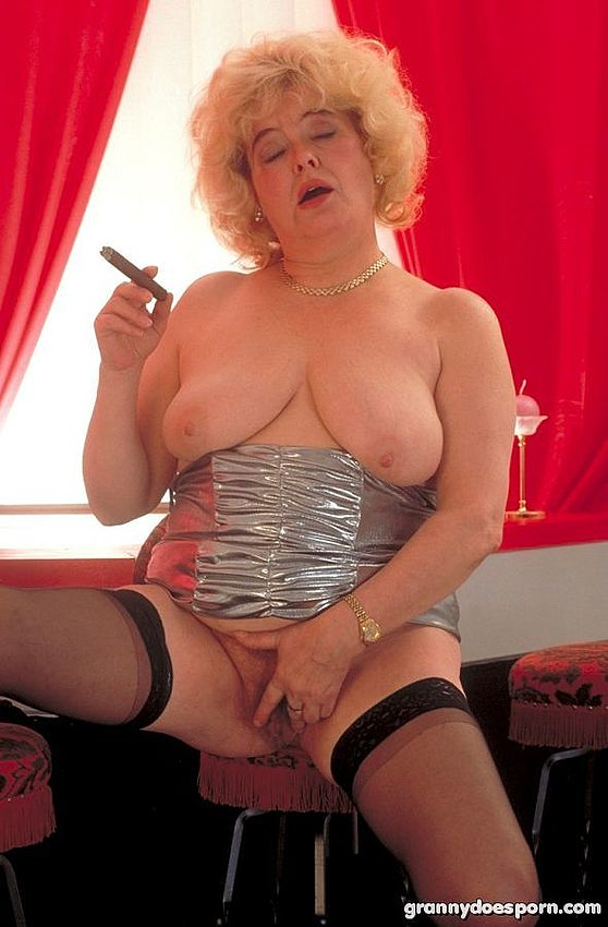 Mature women and grannies. Gallery - 361. Photo - 14