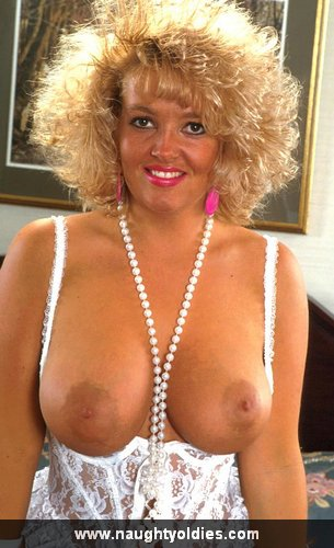 Mature women and grannies. Gallery - 365. Photo - 1