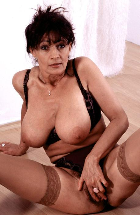 Mature women and grannies. Gallery - 366. Photo - 11