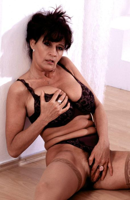 Mature women and grannies. Gallery - 366. Photo - 9