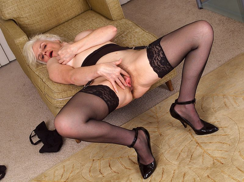 Mature women and grannies. Gallery - 367. Photo - 15