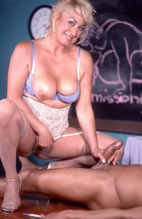 Mature women and grannies. Gallery - 369. Photo - 10