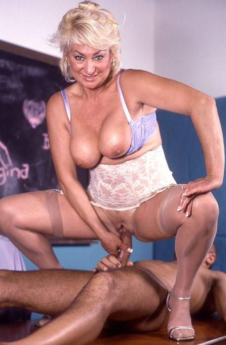 Mature women and grannies. Gallery - 369. Photo - 11