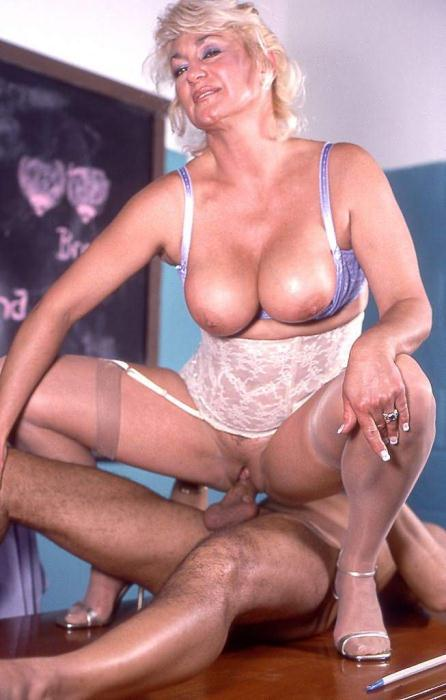 Mature women and grannies. Gallery - 369. Photo - 13