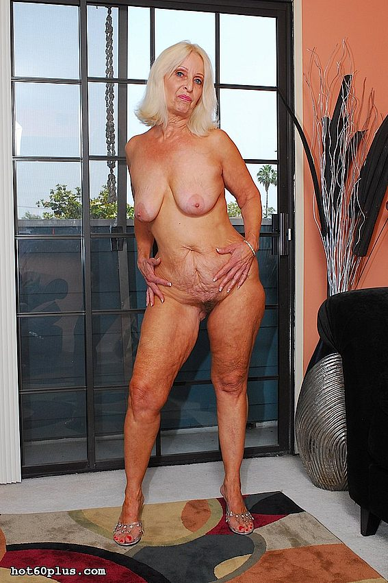 Mature women and grannies. Gallery - 370. Photo - 4