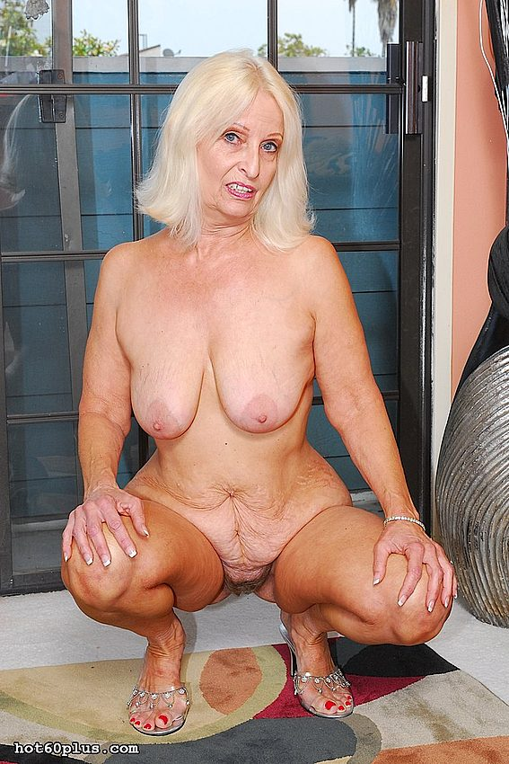 Mature women and grannies. Gallery - 370. Photo - 5