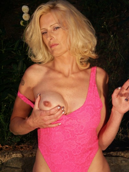 Mature women and grannies. Gallery - 371. Photo - 1