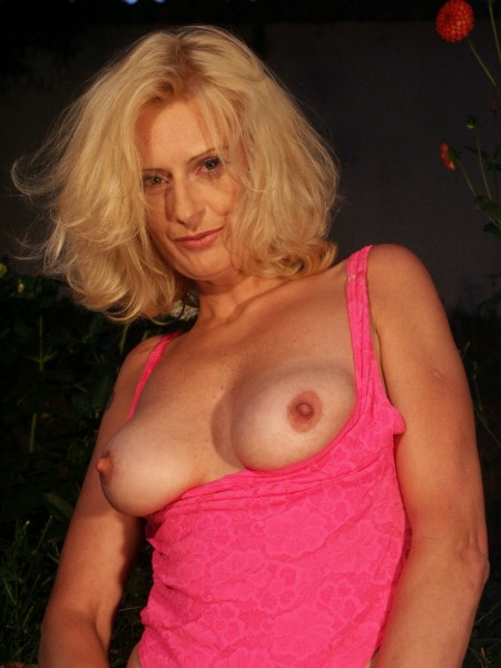 Mature women and grannies. Gallery - 371. Photo - 2