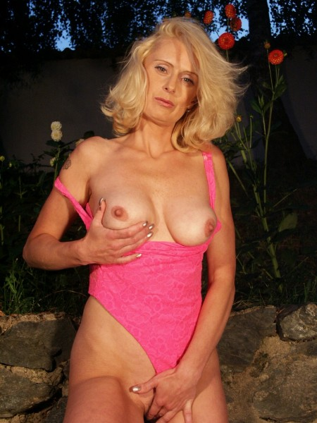 Mature women and grannies. Gallery - 371. Photo - 6