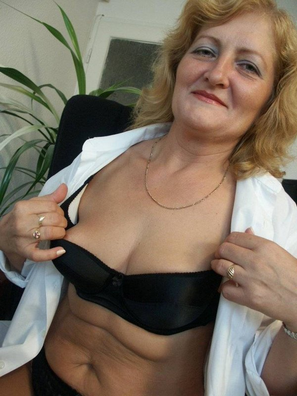 Mature women and grannies. Gallery - 374. Photo - 10