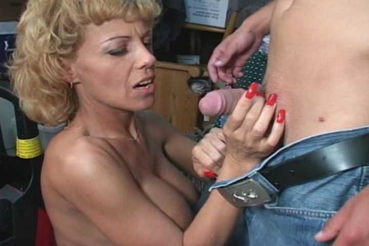 Mature women and grannies. Gallery - 375. Photo - 2