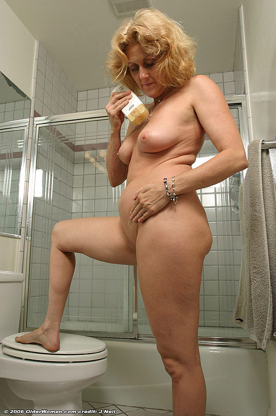 Mature women and grannies. Gallery - 376. Photo - 11