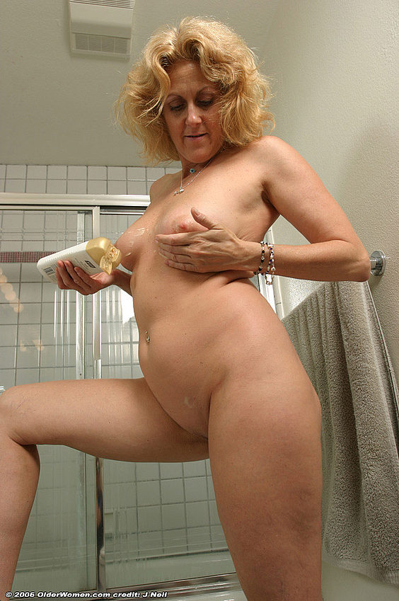 Mature women and grannies. Gallery - 376. Photo - 12