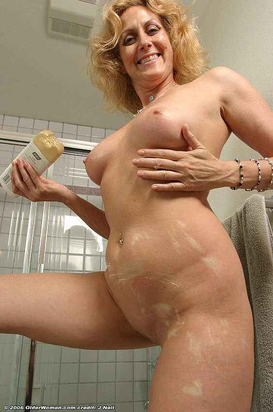 Mature women and grannies. Gallery - 376. Photo - 14