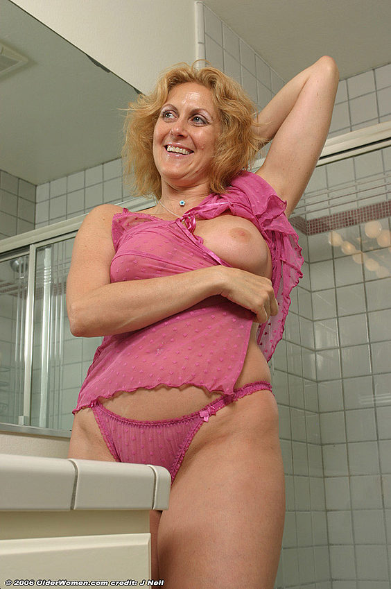 Mature women and grannies. Gallery - 376. Photo - 3