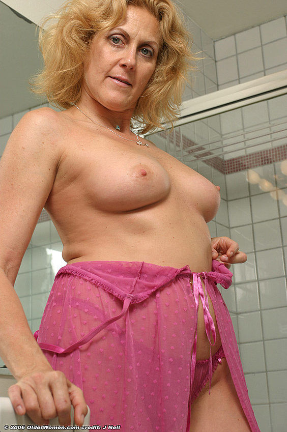 Mature women and grannies. Gallery - 376. Photo - 7