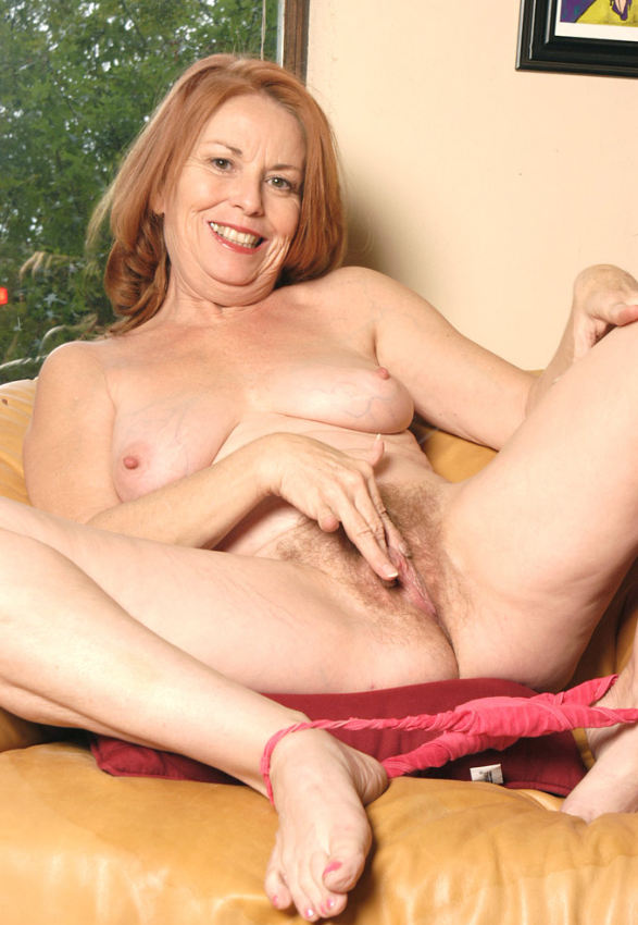 Mature women and grannies. Gallery - 378. Photo - 12