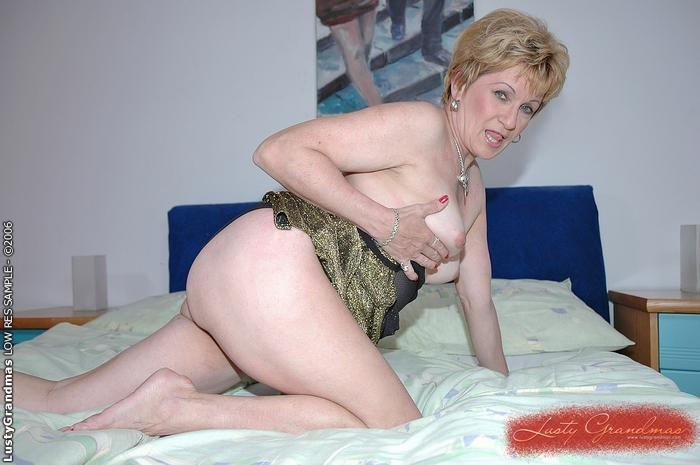 Mature women and grannies. Gallery - 379. Photo - 3