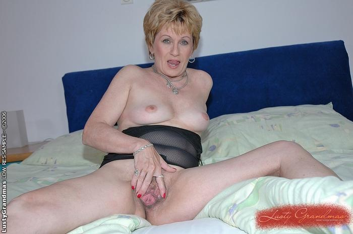 Mature women and grannies. Gallery - 379. Photo - 4
