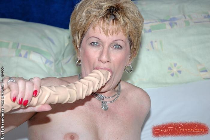 Mature women and grannies. Gallery - 379. Photo - 7