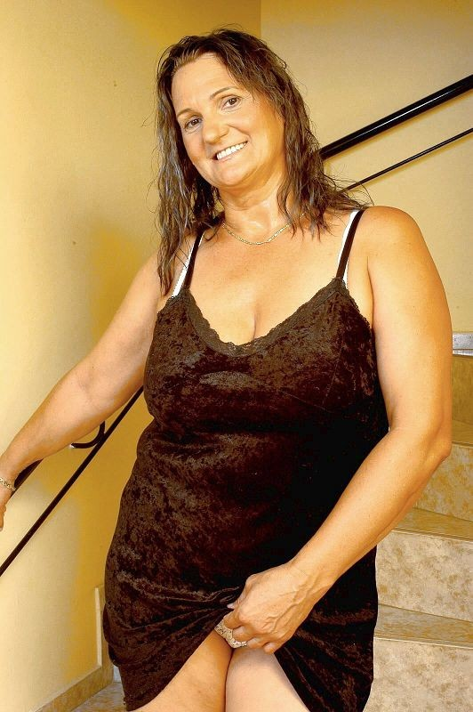 Mature women and grannies. Gallery - 381. Photo - 2