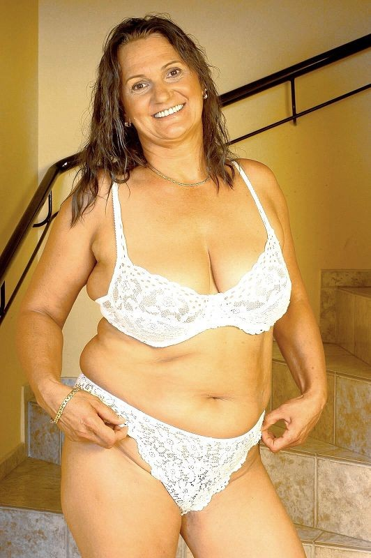Mature women and grannies. Gallery - 381. Photo - 6