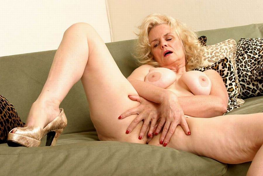 Mature women and grannies. Gallery - 382. Photo - 1