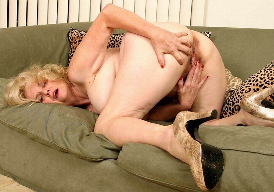 Mature women and grannies. Gallery - 382. Photo - 11