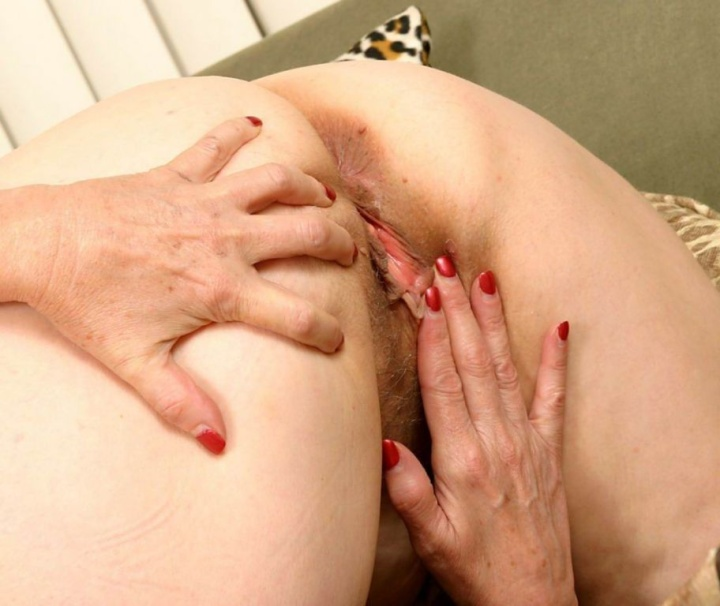 Mature women and grannies. Gallery - 382. Photo - 12