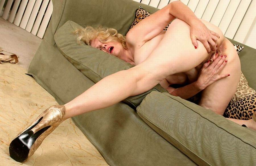 Mature women and grannies. Gallery - 382. Photo - 14