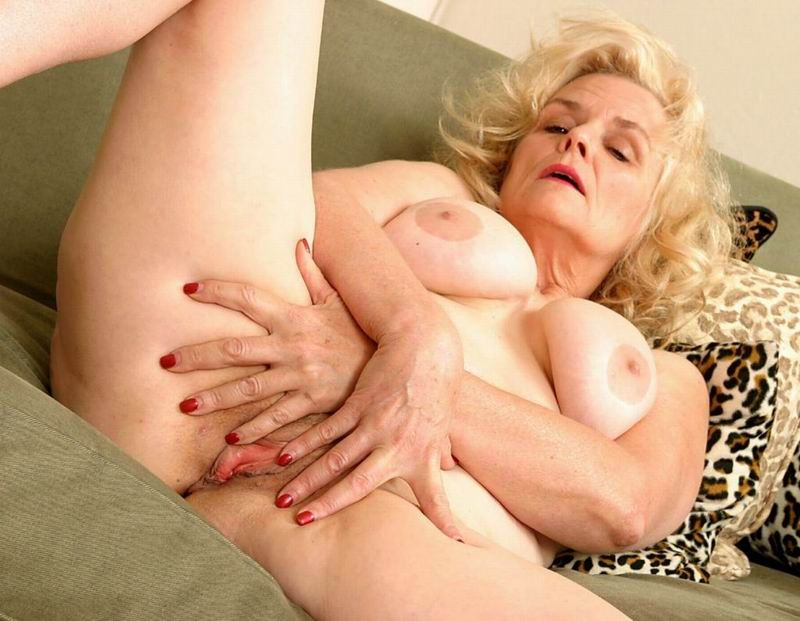 Mature women and grannies. Gallery - 382. Photo - 2