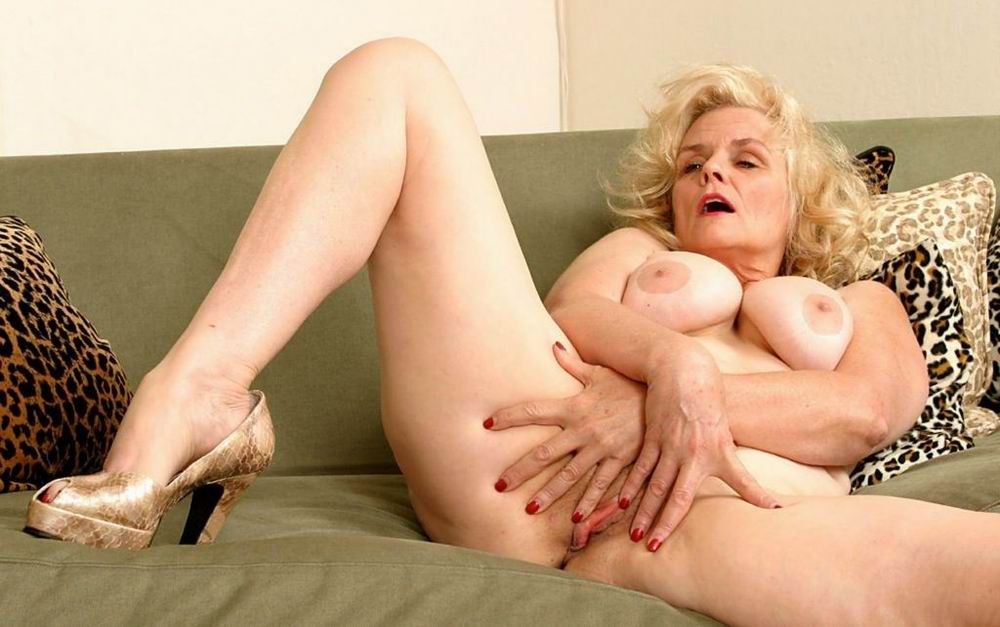 Mature women and grannies. Gallery - 382. Photo - 3