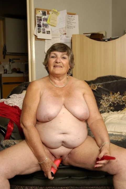 Mature women and grannies. Gallery - 384. Photo - 2