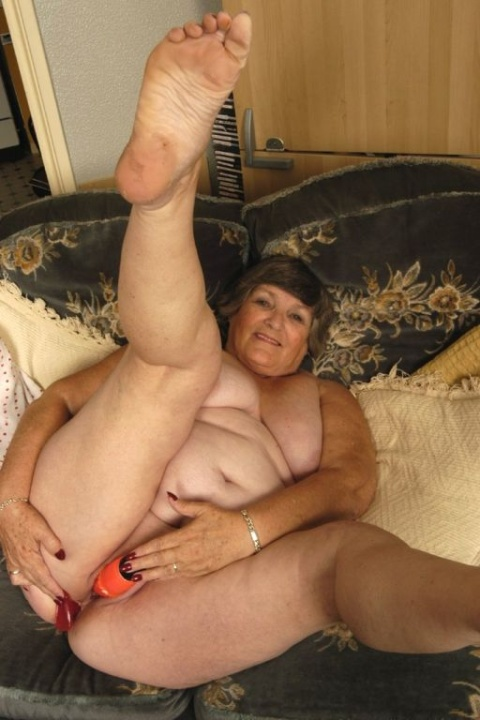 Mature women and grannies. Gallery - 384. Photo - 8