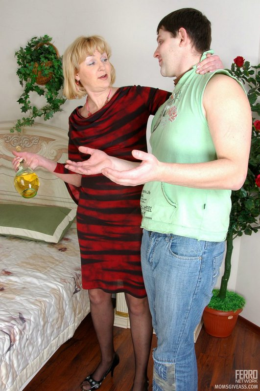 Mature women and grannies. Gallery - 389. Photo - 1