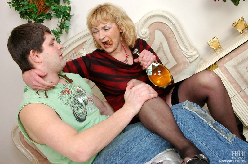 Mature women and grannies. Gallery - 389. Photo - 2