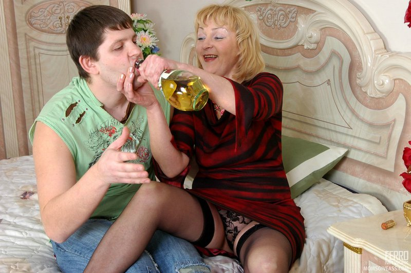 Mature women and grannies. Gallery - 389. Photo - 3