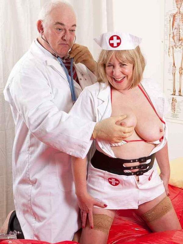 Mature women and grannies. Gallery - 391. Photo - 1