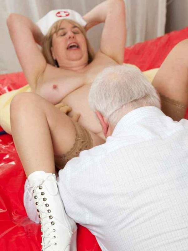 Mature women and grannies. Gallery - 391. Photo - 10