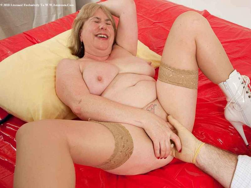 Mature women and grannies. Gallery - 391. Photo - 15