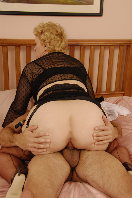 Mature women and grannies. Gallery - 392. Photo - 10