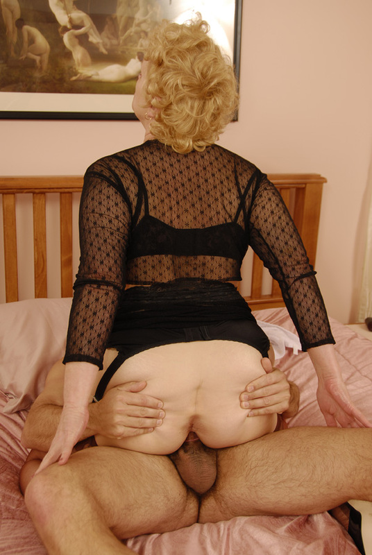 Mature women and grannies. Gallery - 392. Photo - 11