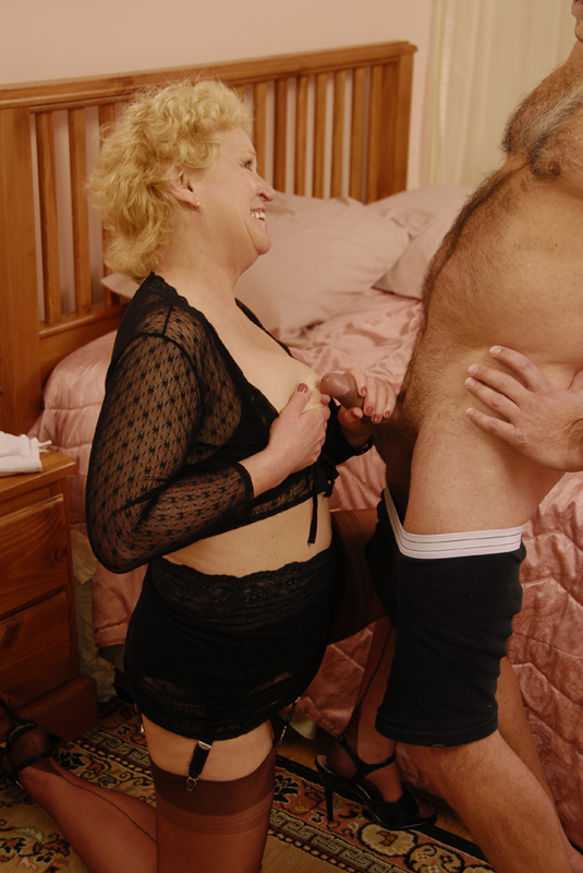 Mature women and grannies. Gallery - 392. Photo - 4