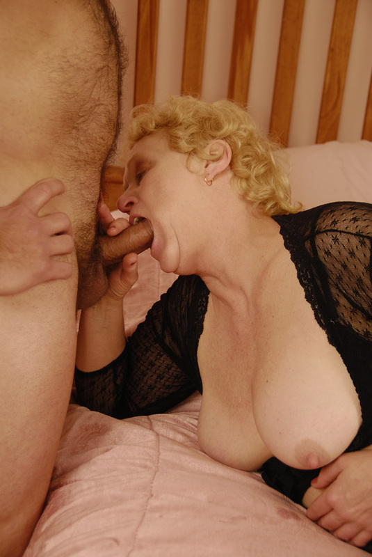 Mature women and grannies. Gallery - 392. Photo - 6