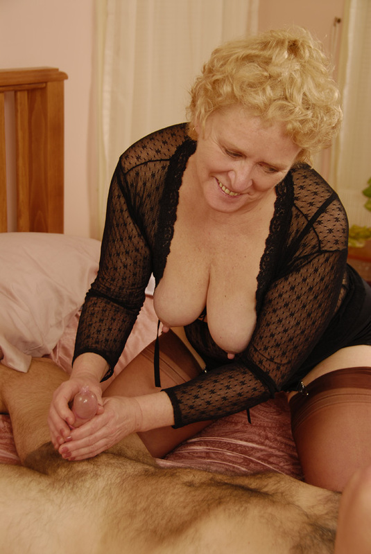 Mature women and grannies. Gallery - 392. Photo - 7